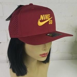 Nike SB Aerobill Pro Hat Maroon / Gold One Size